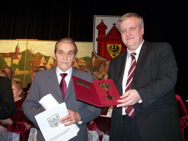 1 marca 2009 r. Z. Drozdowski odebrał z rąk burmistrza D. Bekisza tytuł Honorowego Obywatela Gminy Świebodzin