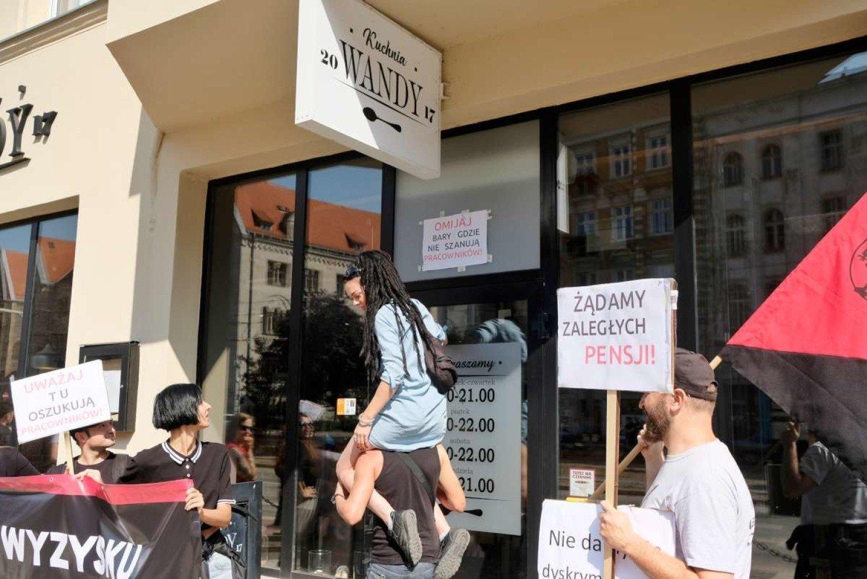 Protest Przed Restauracja Na Ul Swiety Marcin Zdjecia