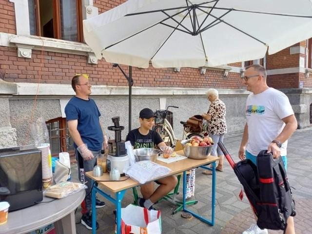 """Kawiarenka """"50/50"""" w Gubinie. Akcja pomocowa dla niepełnosprawnych, gdzie osoby niepełnosprawne... pracują na siebie!"""