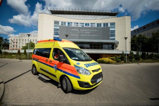 W szpitalach uniwersyteckich wszystkie łóżka covidowe są zajęte.