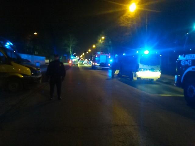 Teren wokół miejsca wypadku szczelnym kordonem otoczyła policja