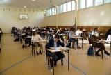 Duże zmiany na maturze od 2023 roku! CKE opublikowała informatory dotyczące egzaminu maturalnego w 2023 roku. Zobacz, co się zmieni