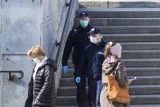 Koronawirus w Warszawie. W weekend liczne patrole na ulicach miasta. Będą pilnować przestrzegania nowych obostrzeń