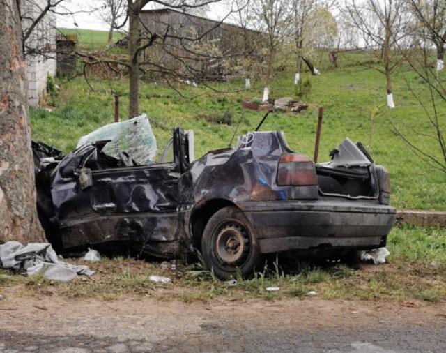 Dwie osoby wskutek wypadku doznały ciężkich obrażeń. Jedna z nich została przetransportowana do szpitala śmigłowcem