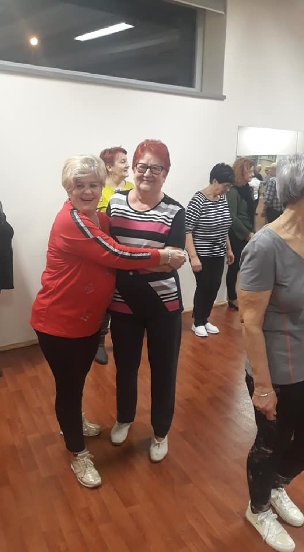 Karnawałowe pląsy aktywnych seniorów w Ostrowcu [ZDJĘCIA]