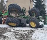 """Obrzycko. Lodowisko na drogach! Traktor """"zatańczył"""" na śliskiej nawierzchni"""