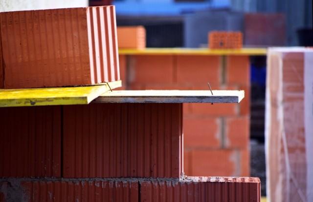 Mimo planowanej cyfryzacji papierowe dzienniki budowy nie odejdą do lamusa – inwestor wciąż będzie miał wybór.