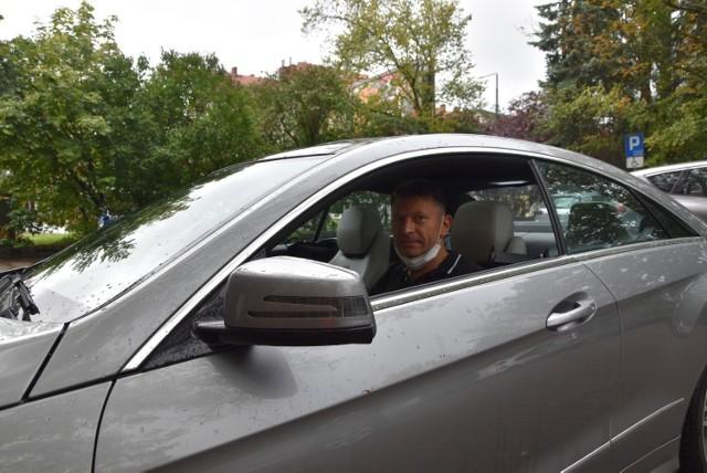 warto było poczekać na nową, lepszą drogę – mówi Dariusz Hędrzak z podgorzowskiego Karnina, którego spotykamy na parkingu tuż przy bibliotece Od poniedziałku będzie można jeździć całą ul. Sikorskiego. Na powrót pomnika Adama Mickiewicza jeszcze trzeba poczekać