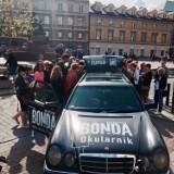 """""""Okularnik"""" Bondy wyruszył w trasę. Szukajcie go na ulicach Gdańska!"""