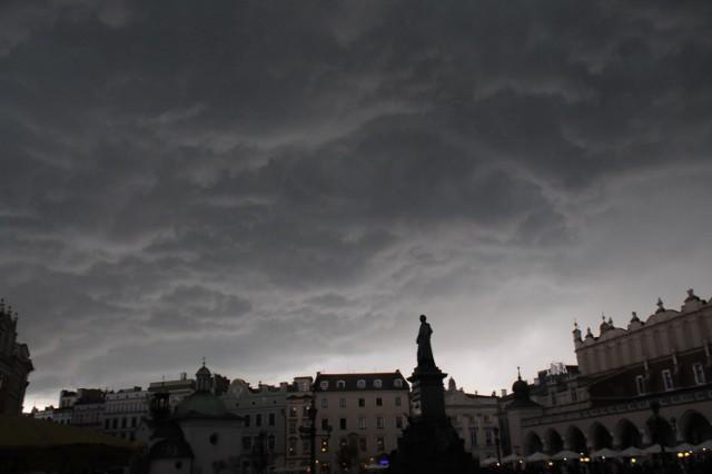 Wedle prognoz nad naszym rejonem przechodzić będą burze z opadami deszczu od 30 do 50 mm, a lokalnie do 60 mm