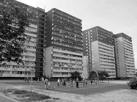 Kiedy wyjaśni się zamieszanie wokół komunalnych i zakładowych mieszkań?