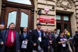 Kraków. Bez maseczek na marszu antycovidowców i przeciwników obostrzeń. Policja: Ukaraliśmy 69 osób [ZDJĘCIA]
