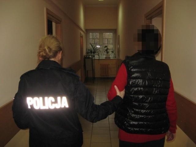 Policja w Kaliszu zatrzymała parę oszustów