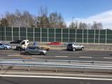 Kolizja na DK94 w Sosnowcu. Uszkodzone auto zabrała laweta. Utrudnienia w ruchu trwały prawie dwie godziny