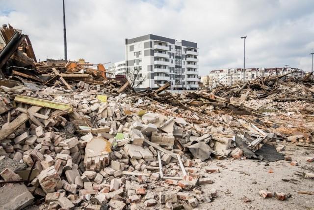 Przy ul.Kujawskiej kończy się właśnie rozbiórka budynków, które kolidują z rozbudową ulicy.   Zobacz więcej >>   Czego wstydzą się kobiety? Aktorki i psycholog dyskutują.