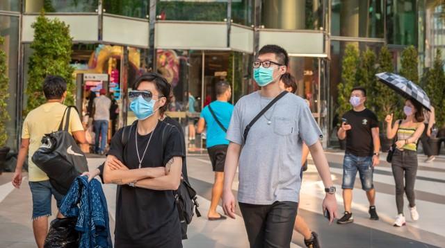 Wuhan wraca do normalności? Świat najpierw uczył się od Chin postępowania z pandemią koronawirusa. Teraz możemy obserwować, jak wygląda powrót do nowej rzeczywistości - i że nie kończy on kryzysu.