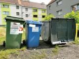 """Bytom: rozpoczęły się kontrole segregacji odpadów. Na koszach będą pojawiać się naklejki """"Żle segregujesz"""""""