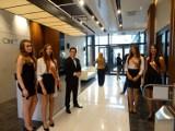 Wielkie otwarcie nowoczesnego biurowca w centrum Piły. Goście, tort i luksusowe wnętrza