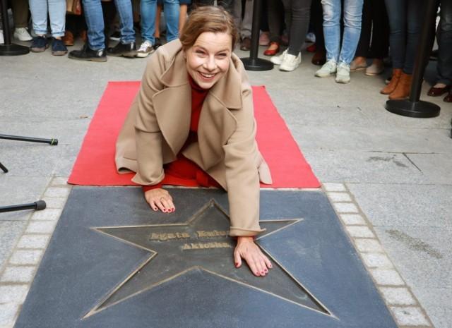 Agata Kulesza odsłoniła swoją gwiazdę w Łódzkiej Alei Gwiazd