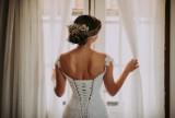 Ile kosztuje wesele, a ile ślub cywilny i kościelny? Te kwoty przyprawią cię o zawrót głowy