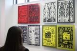 Sprzeczne przyszłości. W NCK trwa wystawa główna Międzynarodowego Triennale Grafiki