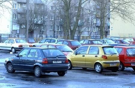 Ten parking jest ubezpieczony. Jego właściciel zapewnia, że tu samochód jest bezpieczny, a w przypadku kradzieży wypłacone  zostanie odszkodowanie. Takich gwarancji, niestety, nie dają wszystkie postoje w mieście...