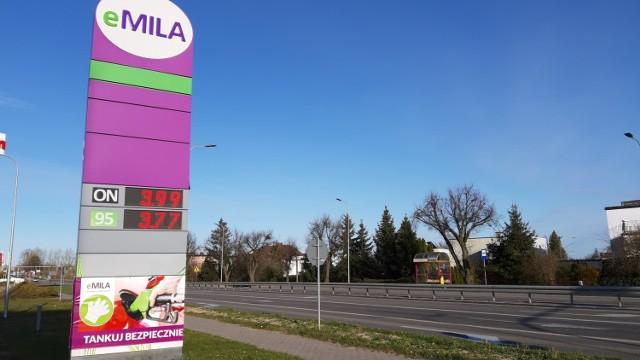 Na niektórych stacjach paliw nie tylko benzyna bezołowiowa 95 kosztuje poniżej 4 złotych za litr, ale również olej napędowy.