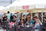 Mnóstwo ludzi w sobotę w ogródkach na Rynku w Kielcach. Zobaczcie co się działo [ZDJĘCIA]
