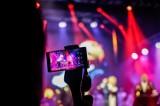 Opłata reprograficza od smartfonów czy podatek od smartfonów? Wsparcie dla artystów warte nawet 270 mln zł rocznie. Są głosy za i przeciw