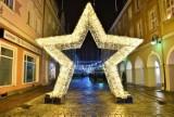 Nowe ozdoby świąteczne na rynku w Opolu. Mieszkańcy już robią sobie przy nich zdjęcia