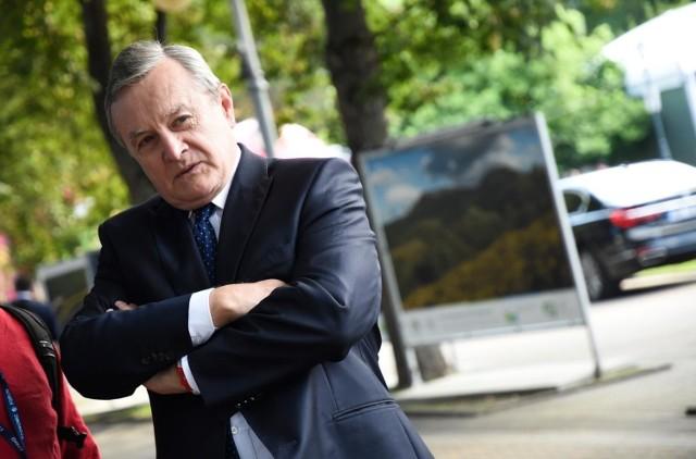 Minister Gliński ogłosił listę beneficjentów Funduszu Wsparcia Kultury. Kontrowersje branży wokół kwot jakie przypadły niektórym artystom sprawiły, że list wróciła do ponownej analizy