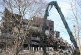 Mysłowice. Rozbierają jeden z budynków po dawnej KWK Mysłowice. Część budynku już wcześniej się zawaliła ZDJĘCIA