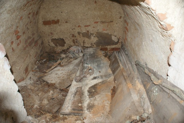 Co jest w podziemiach klasztoru Ojców Bernardynów w Warcie?