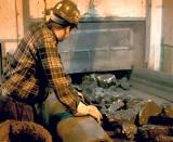 Byli górnicy i wdowy po górnikach są rozgoryczeni prywatyzacją JSW