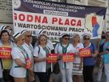Protest służby zdrowia w Warszawie. Z Łodzi jedzie kilka autokarów protestujących. Zaostrzają się spory zbiorowe w szpitalach