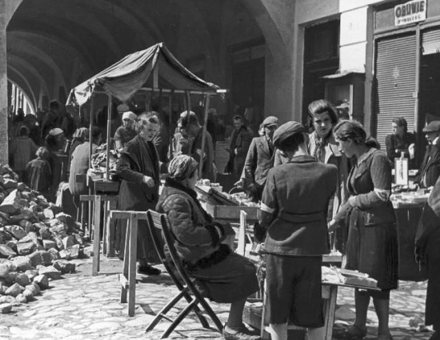 Handel uliczny w Tarnowie (1942 r.)