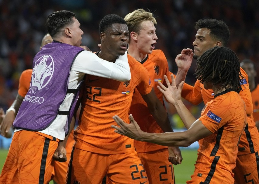 Denzel Dumfries - HolandiaMecz Oranje z Ukrainą był...