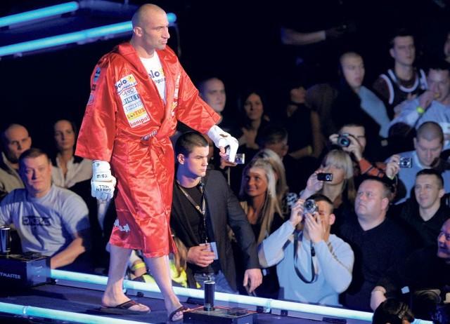 Marcin Najman wchodzi na ring