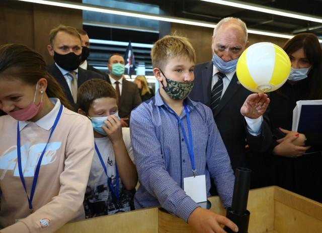 SOWA, czyli Strefa Odkrywania, Wyobraźni i Aktywności w Mediatece w Piotrkowie. To interaktywna wystawa wzorowana na Centrum Nauki Kopernik