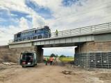 Inwestycja PKP PLK SA. Przebudowa wiaduktu koło Inowrocławia. Dzięki temu zapewniony został sprawniejszy przejazd pociągów [zdjęcia]