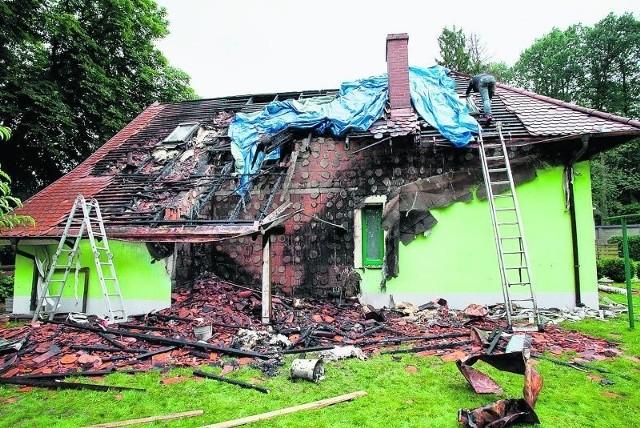 Ogień strawił dach. Dobrze, że nikomu nic się nie stało