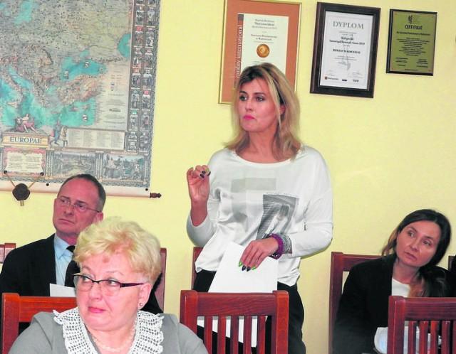 Beata Szafraniec na sesji rady powiatu wadowickiego