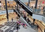 Warszawa. Rodzinnie okradali sklepy w galerii handlowej. Matka i syn odpowiedzą przed sądem