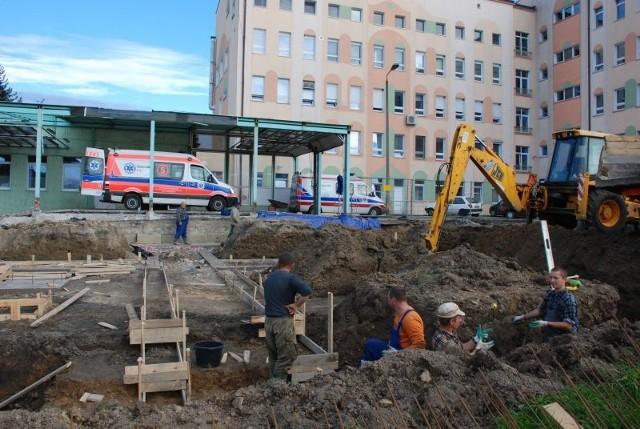 Praca przy budowie nowego pawilonu wre