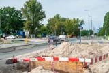 Przebudowa ważnego skrzyżowania na Białołęce. Pojawi się sygnalizacja, nowe pasy ruchu, przejścia dla pieszych i chodniki