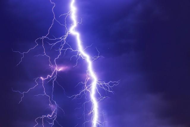 Ostrzeżenie przez burzą z gradem w Brzegu.