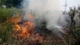 Pożar w Jeleniowie. Na placu budowy zapaliła się trawa