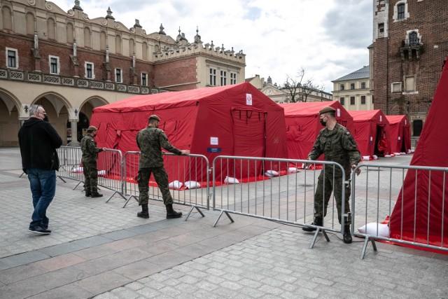 Kraków. Mobilny punkt szczepień na Rynku Głównym