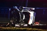Dramatyczny wypadek na K92 w Grońsku. Karetka na sygnałach zderzyła się z VW, a następnie uderzyła w drzewo [ZDJĘCIA][NOWE INFORMACJE]