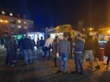 Food trucki rządzą na ostrowieckim Rynku. W ofercie kuchnia z całego świata (ZDJĘCIA)